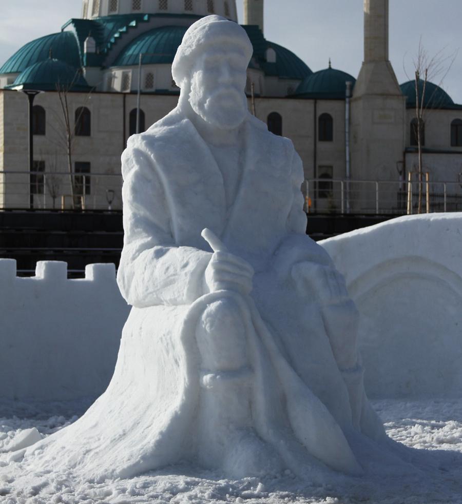 Bâbertî Külliyesinde Yapılan Kardan Heykellere Yoğun İlgi