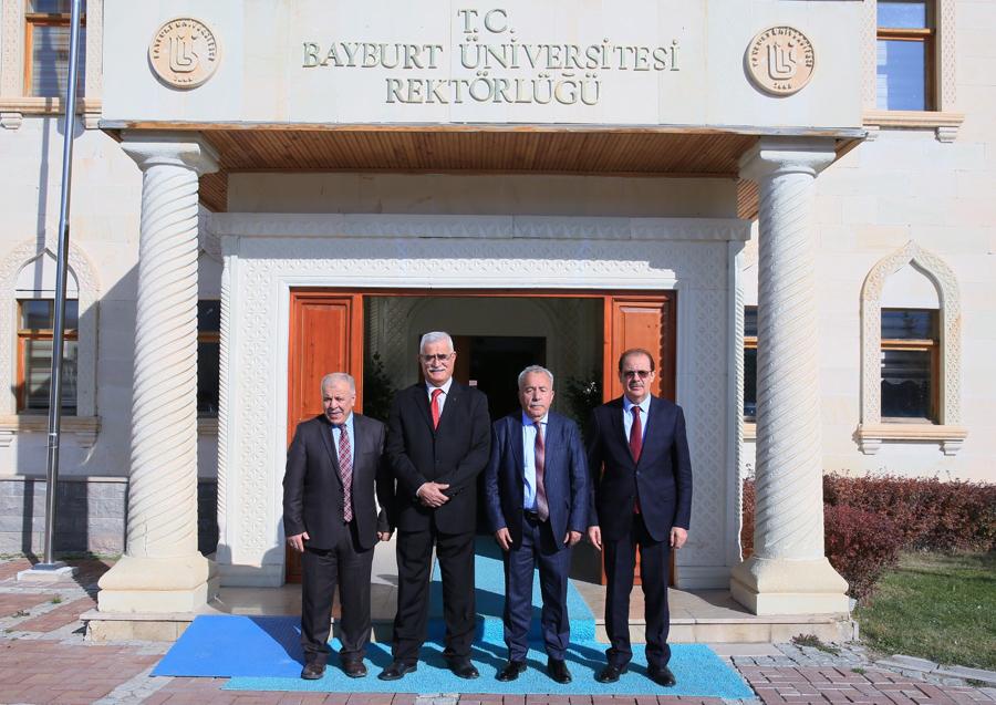 Rektör Coşkun dan Kitaplarını Bayburt Üniversitesine Bağışlayan Akengin ve Temuçine Kitap Jesti