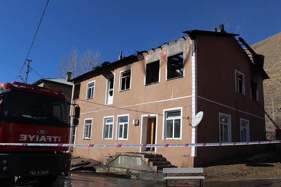 Maden Köyünde Çıkan Yangında 3 Ölü 2 Yaralı