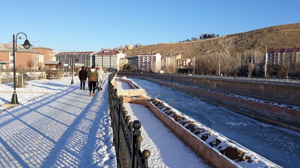 Çoruh Nehri Buzla Kaplandı