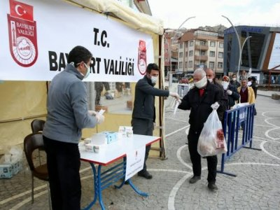 Bayburt'ta Maskeler Ücretsiz Dağıtılıyor