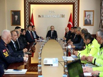 Bayburt'ta Otobüs Kazalarının Önlenmesine Yönelik Değerlendirme Toplantısı Gerçekleştirildi