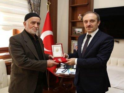 Kıbrıs Gazisi Mehmet Ozulu'ya Milli Mücadele Madalyası verildi