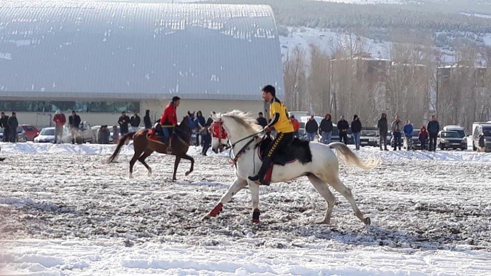 Kurban Yazoğlu Atlı Cirit Turnuvası İzleyenleri Büyüledi
