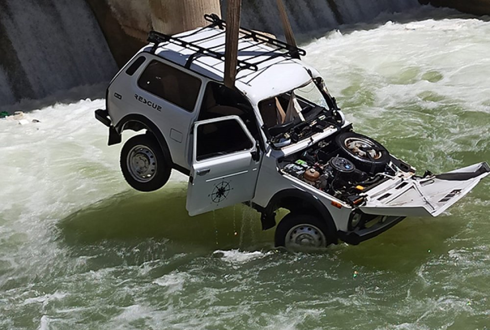 Otomobil Çoruh Nehire Uçtu : 2 Si Ağır 6 Yaralı